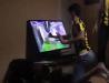 Şumudică, ai grijă, turcii chiar sunt fanatici :). Un fan al lui Fenerbahce şi-a ieşit din minţi în timpul derby-ului cu Beşiktaş. Un fotbalist i-a promis un televizor nou cu o singură condiţie | VIDEO
