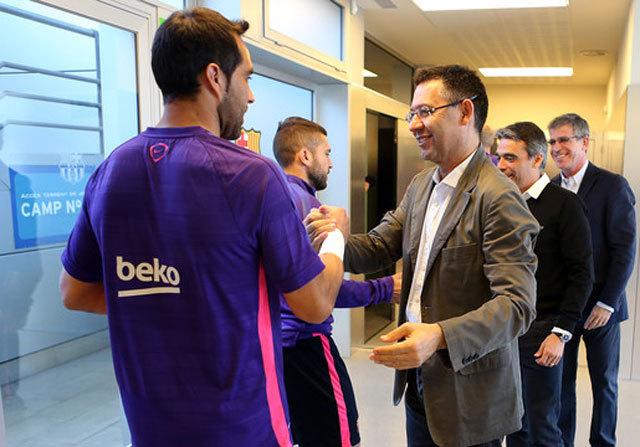 Barcelona divizată! Toate evenimentele petrecute în vestiarul catalanilor,  dezvăluite de Marca. Discuţia pe care preşedintele Bartomeu a avut-o cu jucătorii şi cum au fost ironizate forţele de ordine