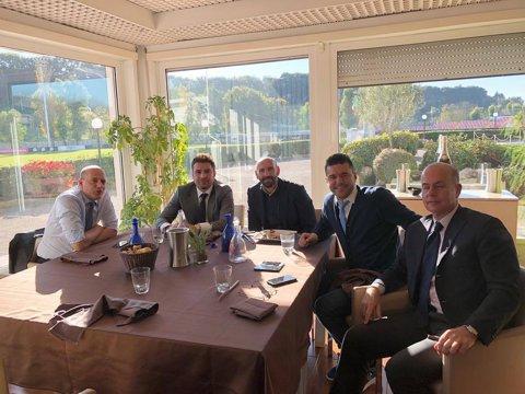 GALERIE FOTO   Mutu şi Contra, vizită de lucru la Roma! Cei doi s-au întreţinut cu Totti, Deco, Monchi şi conducerea clubului giallorossa