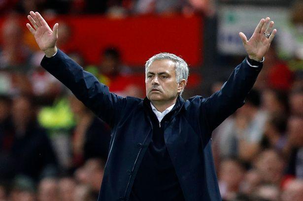 """Mesajul lui Mourinho pentru fotbalistul care nu ştie dacă va continua pe Old Trafford: """"Semnează contractul şi taci!"""""""