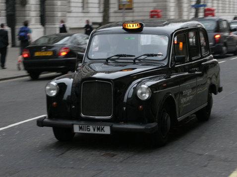 Scandal imens în Premier League. Patru fotbalişti s-au îmbătat şi au furat un taxi din parcarea unui restaurant! Ce a urmat e incredibil