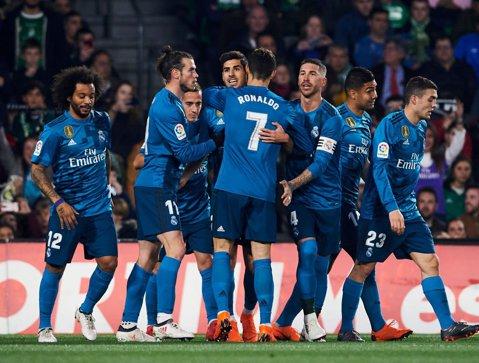 """Nebunie în Betis - Real Madrid! Opt goluri şi o bornă istorică pentru """"galactici"""""""