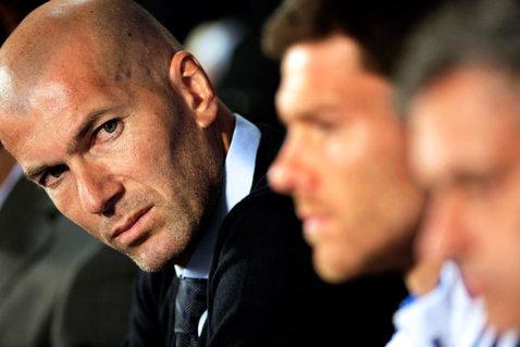 """Zidane s-a dus la un jucător al Realului şi i-a recunoscut că l-a tratat greşit: """"M-am simţit teribil, îmi pare rău!"""""""