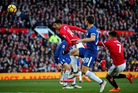 United - Chelsea, fotbal cu de toate! Strângerea de mână a rivalilor, inspiraţia lui Mourinho şi un scandal pe final. Cum s-a terminat derby-ul etapei în Premier League