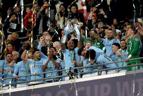 Primul trofeu pentru Guardiola în Regat! City a spulberat Arsenal în finala Cupei Ligii Angliei, iar vitrina lui Pep a primit cupa cu numărul 24