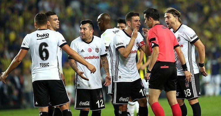 Găsiţi diferenţele :). România vs. Turcia: a înjurat arbitrul şi riscă să facă închisoare!
