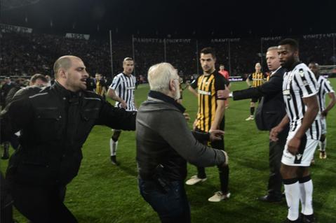 """Judecata cazului PAOK - AEK a durat 5 ore şi tocmai s-a încheiat: """"Domnul Kominis ne ia titlul! Ar trebui să fie aici"""". Ce s-a întâmplat în şedinţa de azi şi ce riscă echipa lui Răzvan Lucescu"""