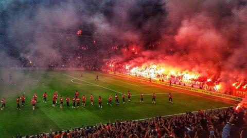 FOTO&VIDEO | Nu e război, e doar un antrenament al lui Galatasaray! Elevii lui Terim, primiţi fantastic înaintea derby-ului de mâine cu Fenerbahce