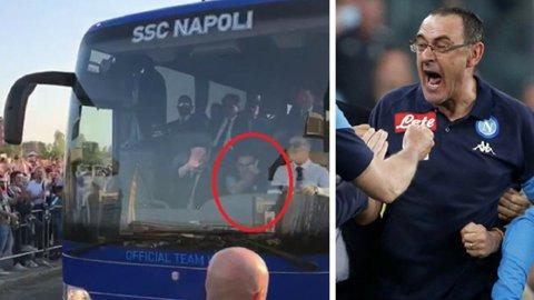 VIDEO | Antrenorul lui Chiricheş, Sarri, le-a făcut semne obscene suporterilor rivali de la Juventus