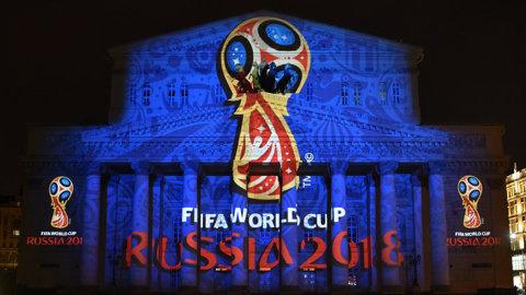 """""""O apă plată, vă rog"""". Consumul de alcool a fost condiţionat drastic de organizatorii Cupei Mondiale! Suporterii au o singură portiţă de scăpare"""