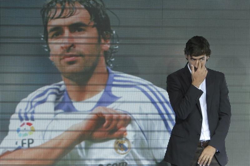 VIDEO Raul s-a despărţit în lacrimi de Real Madrid după 16 ani!