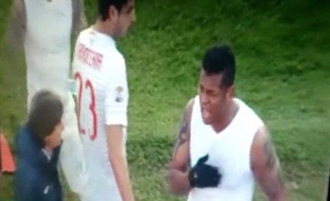 Coşmarul de la Sassuolo. VIDEO | Jucătorii lui Inter şi-au aruncat tricourile în tribune, fanii le-au returnat furioşi