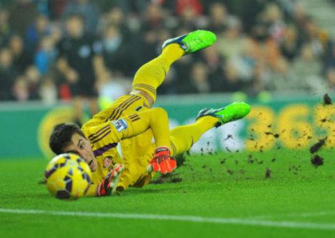 Sunderland, cu Pantilimon titular, învinsă de o echipă din liga a treia, cu scorul de 2-0