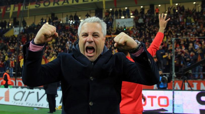 """Şumudică ar avea pe masă o ofertă care-l poate transforma în cel mai bine plătit antrenor român de către o echipă de club. """"Momit"""" cu un salariu """"din altă lume"""""""