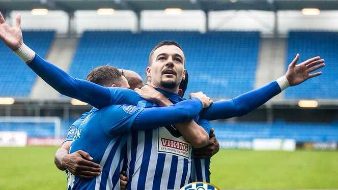 Adi Petre, celebrând un gol la Esbjerg