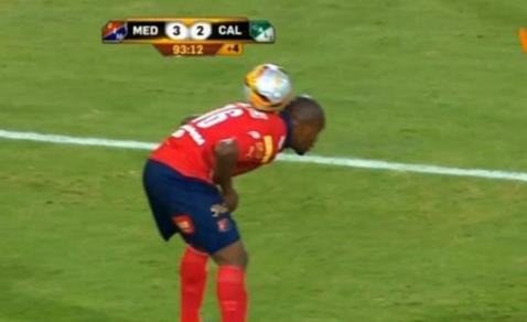 VIDEO de colecţie. Cel mai bun mod de a trage de timp, când echipa ta conduce. Ce i-a trecut prin cap acestui brazilian, în minutul 90+4