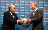 """Putin a găsit în Sepp Blatter un susţinător fără limite. Preşedintele FIFA către liderul rus: """"Meriţi cinci stele"""""""