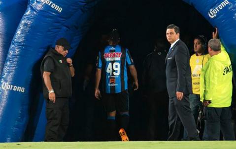 Ronaldinho, turbat de furie! VIDEO | Nu l-ai văzut niciodată aşa: a fugit de la stadion în timpul meciului. Ce s-a întâmplat