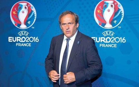 Platini i-a cerut lui Blatter să demisioneze de la conducerea FIFA