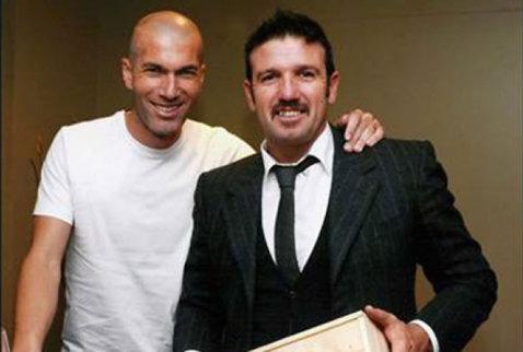 FOTO FABULOS. Cine este SUPER jucătorul de lângă Zidane? E campion mondial şi a jucat 8 ani la Roma, dar acum e greu de recunoscut