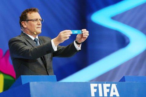 Unul dintre oamenii de încredere ai lui Blatter a fost suspendat 12 ani din activităţile fotbalistice