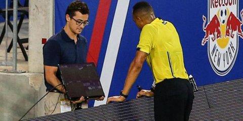 Fotbalul intră în epoca modernă. Asistenţa video urmează să fie testată la meciul Italia - Franţa
