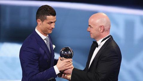 """Din nou Ronaldo! Starul Portugaliei şi al Realului, cel mai bun jucător din 2016 în viziunea FIFA: """"Îmi pare rău că cei de la Barcelona nu sunt aici!"""" Starul care n-a prins echipa anului"""