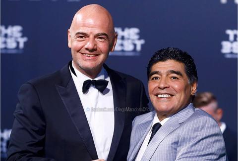 """""""Acum e oficial, pot să lucrez pentru o FIFA curată şi transparentă!"""" Diego Maradona, desemnat ambasador al forului internaţional"""