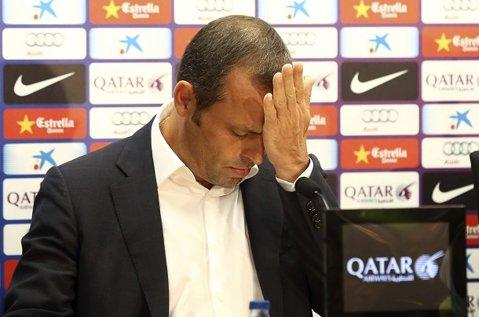 """Fotbal în cătuşe. De la conducerea Barcelonei, la închisoare! Sandro Rosell a fost """"săltat"""" de acasă de poliţie în această dimineaţă. Ce acuzaţii i se aduc fostului preşedinte"""