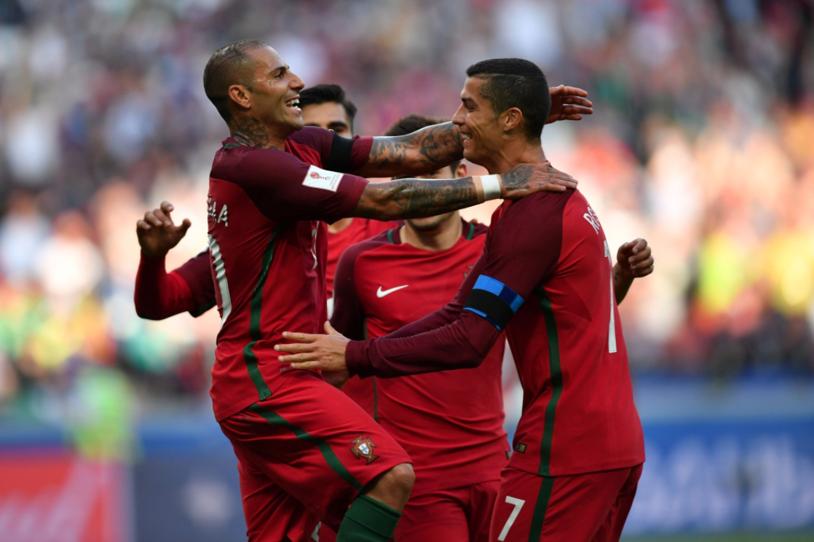 Imaginea care le-a dat emoţii fanilor portughezi! :) Cum s-au amuzat componenţii lotului Portugaliei, în avion, de tratamentul dur din meciul cu Ungaria