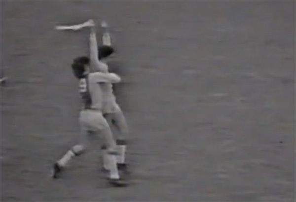 VIDEO de colecţie! Cele mai tari goluri din istoria modernă a fotbalului! Doi români, alături de Van Basten, Maradona, Best şi Leo Messi