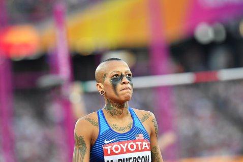 Cine e Inika McPherson, excentrica săritoare în înălţime cu 30 de tatuaje. Are doar 1,63 m, a fost depistată pozitiv cu cocaină în 2014 şi a trăit o poveste de dragoste cu o sprinteră cunoscută | GALERIE FOTO