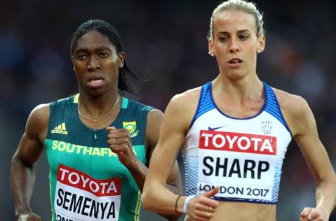 Controversata Caster Semenya a luat aur la Mondialul de atletism. După bronzul de la 1.500 m, semifondista din Africa de Sud s-a impus în ultima zi de la Londra în proba de 800 m