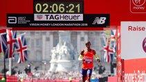 Nebunie la Londra! Mo Farah a spulberat recordul Marii Britanii la maraton, în prima lui cursă pe distanţa de 42.195 km. Confunzie în momentul care a cerut sticla cu apă