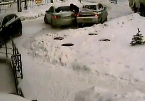 baleset-a-parkolóban