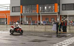 """Robi Mureşan distruge competiţia în prima etapă a C.N. de motociclism viteză. Arădeanul a câştigat cu 14 secunde în faţa locului 2, Cătălin Cazacu. Mureşan: """"Dacă tot am intrat în horă, să jucăm până la capăt!"""""""