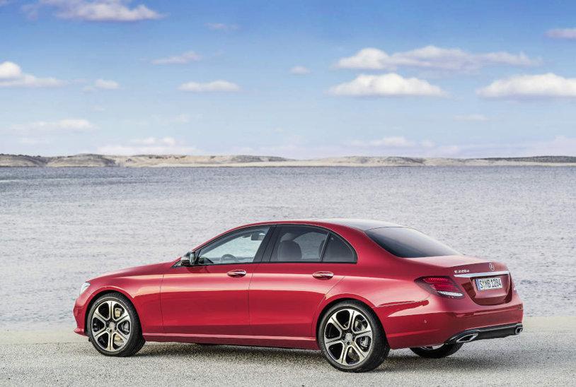 Ce surprize mai pregăteşte Mercedes. Pasul important făcut prin lansarea unei noi limuzine