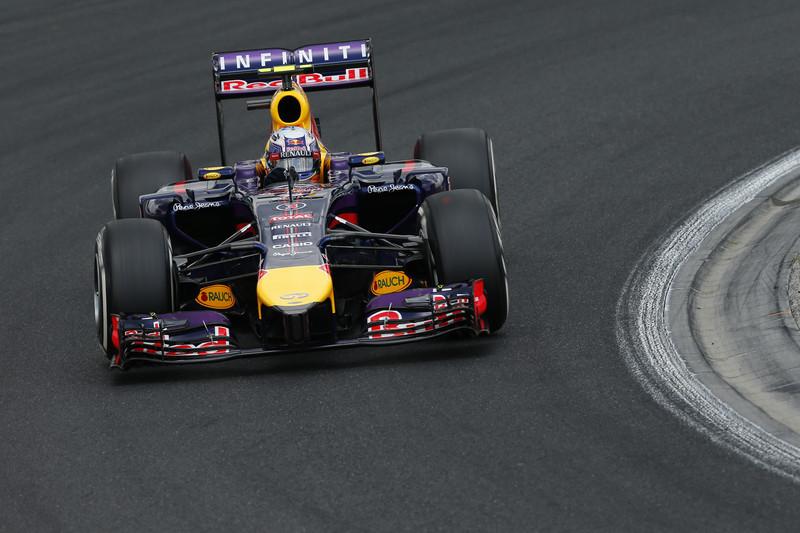 Duel în Formula 1. Ferrari şi Mercedes se bat pentru semnătura lui Daniel Ricciardo, de la Red Bull