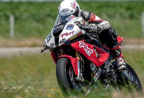 Robert Mureşan a stabilit un nou record pe MotorPark România după 9 luni de pauză. Pilotul arădean a câştigat cursele din weekend