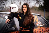 FOTO | Apariţie de senzaţie pe covorul roşu pentru cea mai tânără femeie-pilot de drift din Europa la Gala Campionilor FRAS