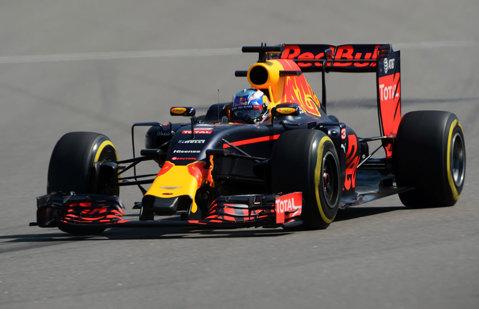 Daniel Ricciardo a câştigat Marele Premiu de Formula 1 din Azerbaidjan. Un puşti de 18 ani a terminat pe podium