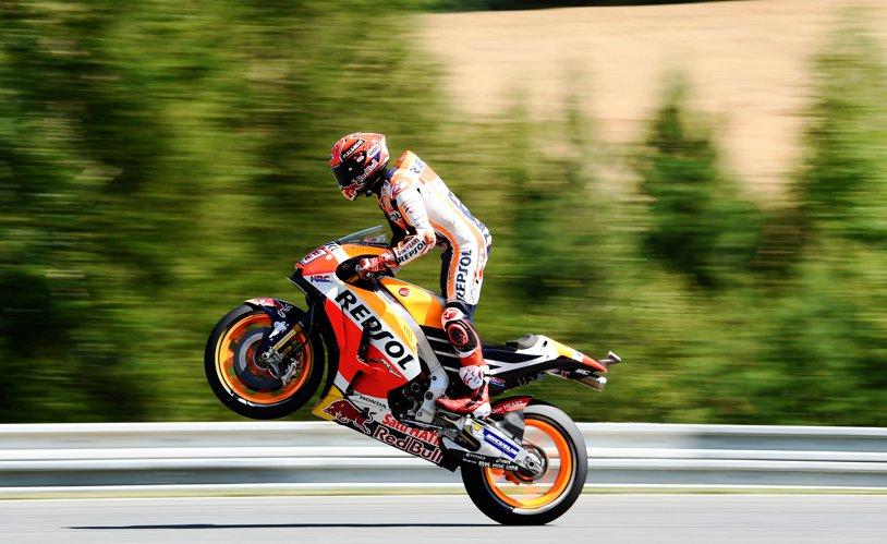 Campionii au şi noroc. Marc Marquez câştigă o cursă complicată la Brno, totul datorită unei... erori de alegere a cauciucurilor în start