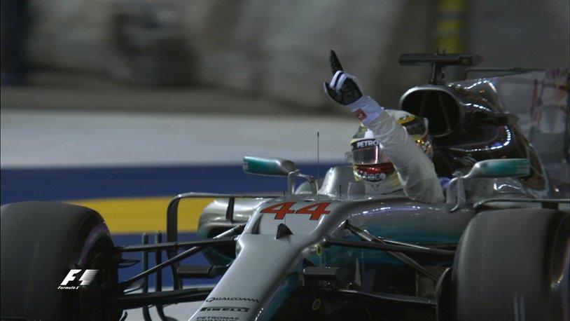Hamilton a câştigat Marele Premiu al Japoniei! Verstappen şi Ricciardo au completat podiumul, iar Vettel a abandonat în turul patru