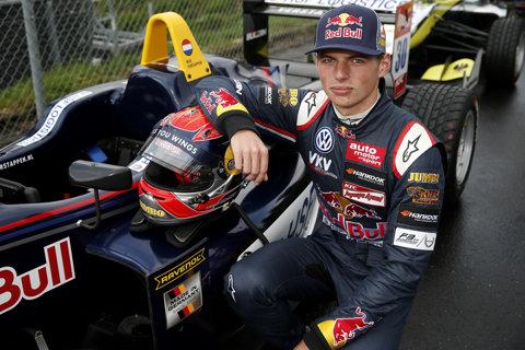 Max Verstappen şi-a prelungit contractul cu Red Bull Racing