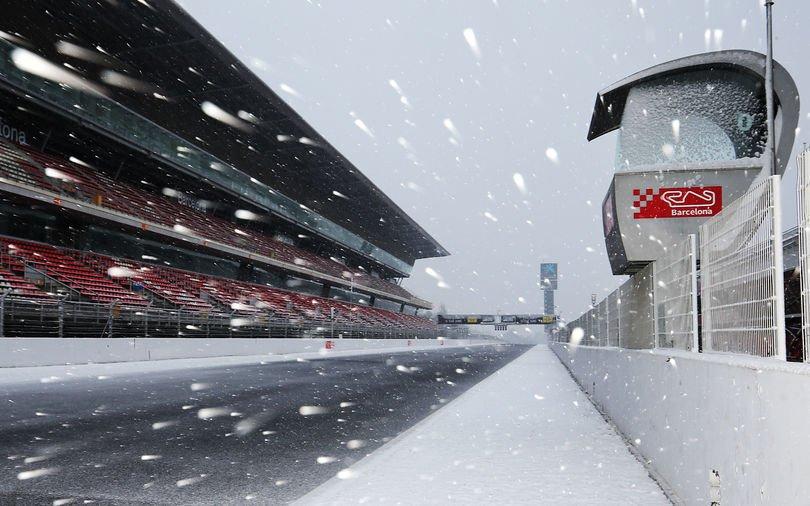 Se întâmplă şi la case mai mari! Zăpada a amânat testele ce preced startul sezonului în Formula 1