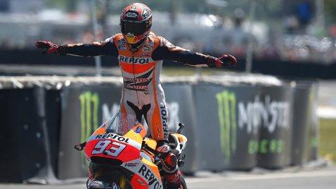 Marquez şi restul lumii din MotoGP. Spaniolul câştigă la Le Mans, cursă splendidă şi pentru Valentino Rossi