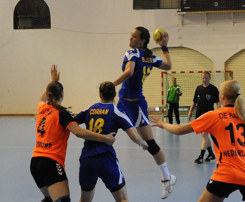 Din clinică, direct la Campionatul Mondial. Povestea emoţionantă a Biancăi Bazaliu, cea mai bună handbalistă din naţionala României sub 18 ani care azi joacă pentru titlul suprem
