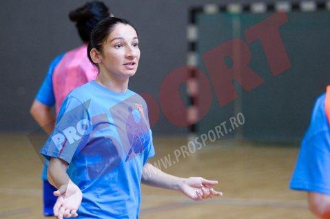 """CSM Bucureşti-Muratpaşa, scor 33-14, în prima zi la """"Bucharest Trophy 2014"""" la handbal feminin"""
