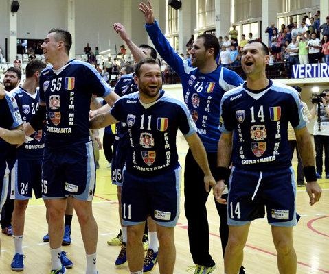 Constanţa - Baia Mare 1-1 la handbal. Nordul a câştigat cu fetele, Sud-Estul şi-a luat revanşa cu băieţii. Minaur a contestat victoria echipei HCM
