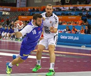 """""""Handbalul nu e baschet, dar asta e situaţia"""". Mondialul de handbal din Qatar arată o nouă tendinţă: protejarea integrităţii jucătorilor. Numărul eliminărilor a crescut cu 27% faţă de ediţia din 2013"""
